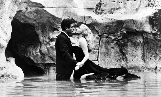 The famous scene of the movie La dolce Vita