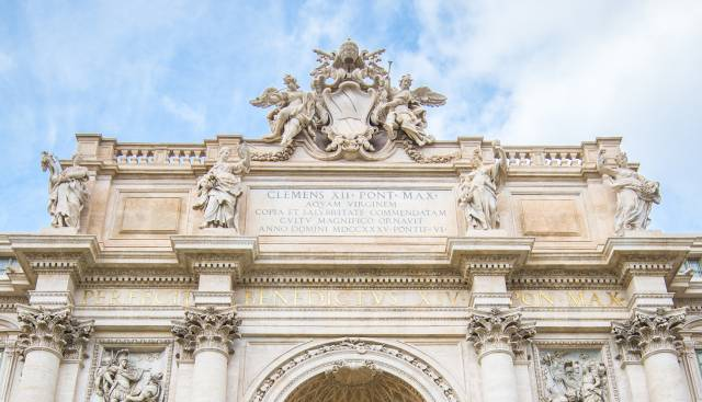 Trevi Fountain – top particular